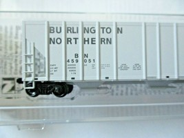 Micro-Trains # 09900311 Burlington Northern 3-Bay Covered Hopper N-Scale image 2
