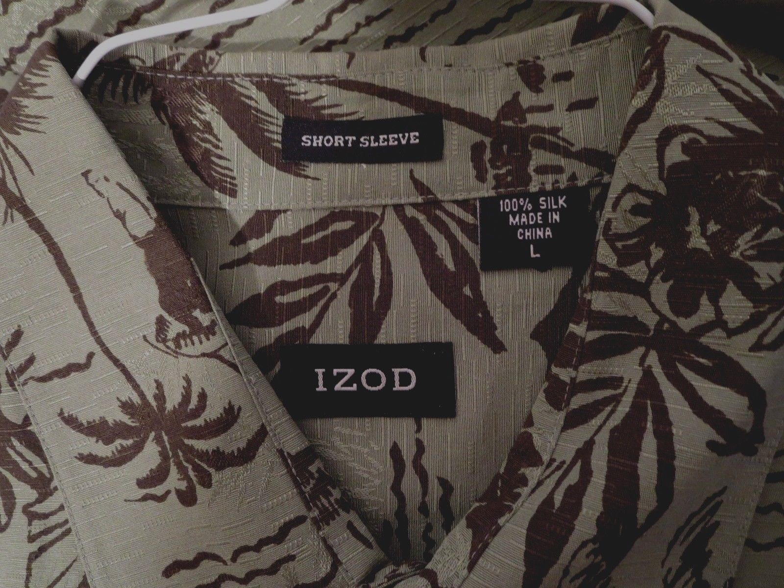 Izod 100% SILK Size L Mens S/S Shirt Green & Black Hawaiian Floral New w/o Tag