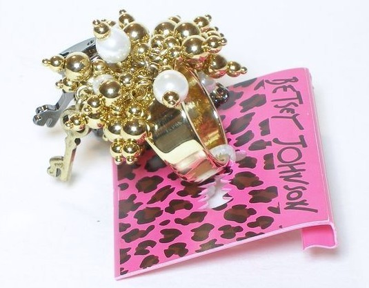 Betsey Johnson Iconic Keys & Pearls Bling Ring NWT