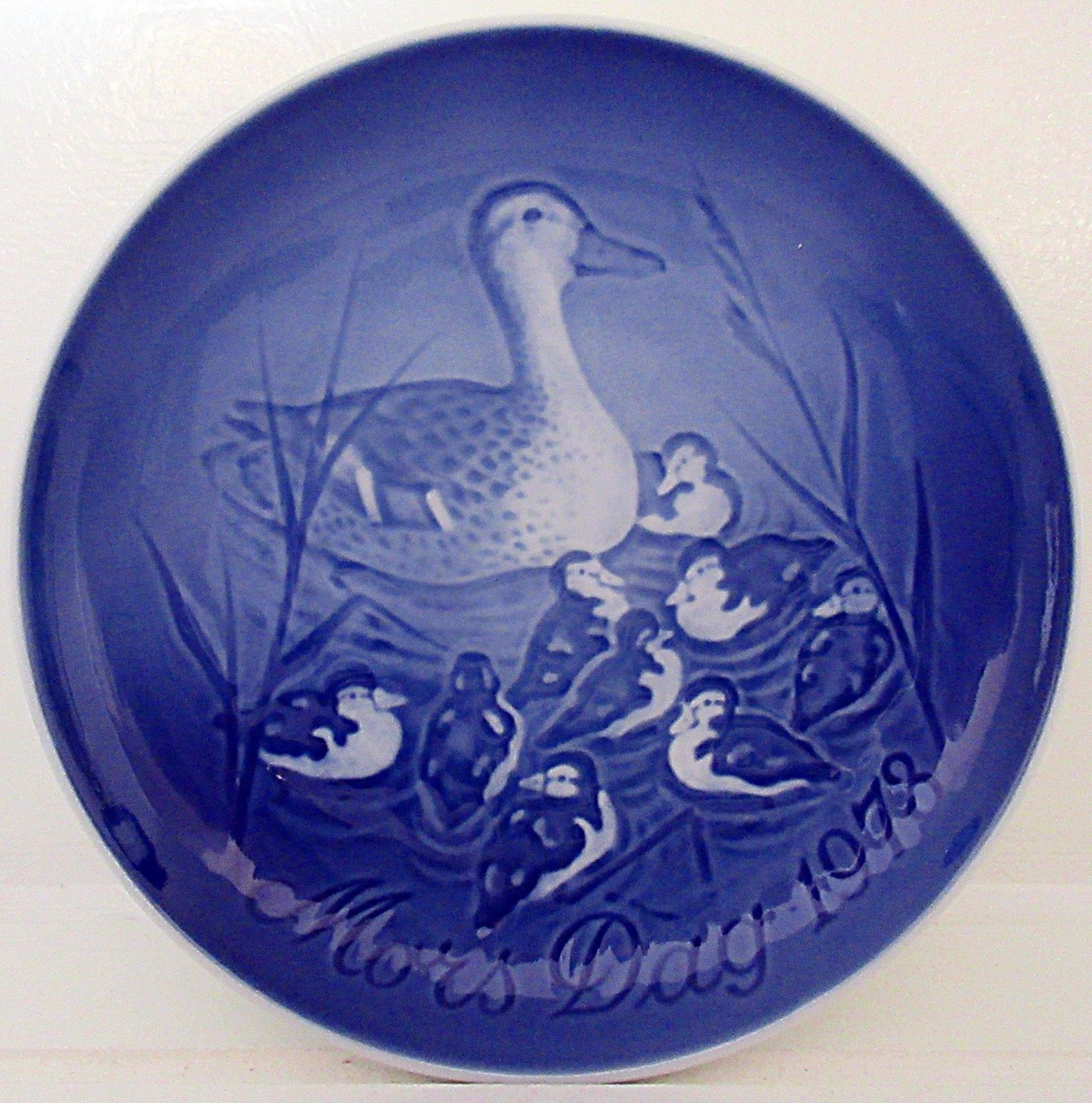 1977 Bing /& Grondahl Mothers Day Plate Squirrel /& Young