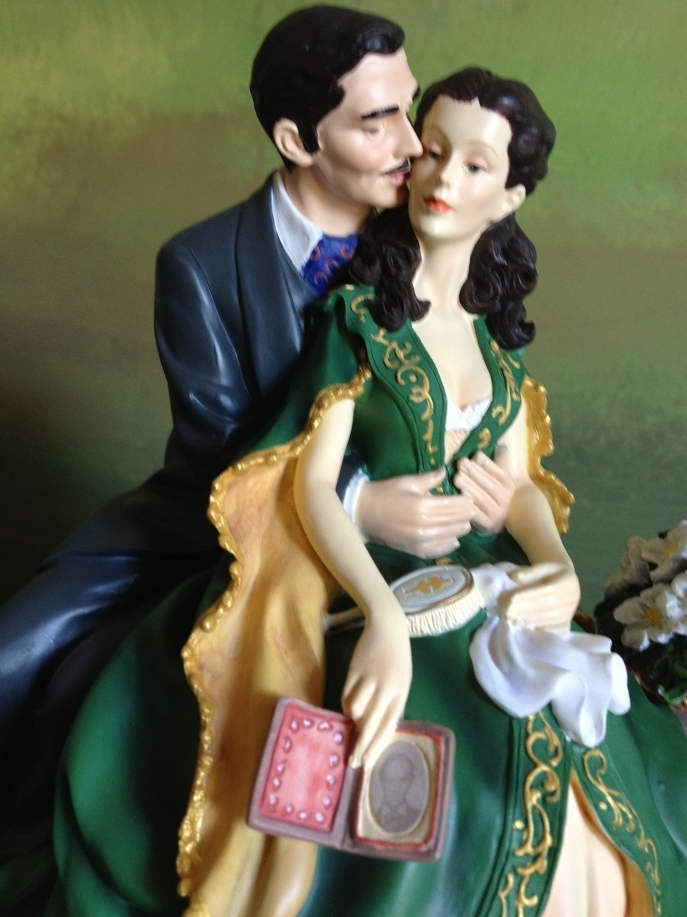 San Francisco Music Box Co - Rhett & Scarlett on a Bench Gone With the Wind