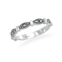 Marcasite Ring with Marquise Shape Band - €29,10 EUR