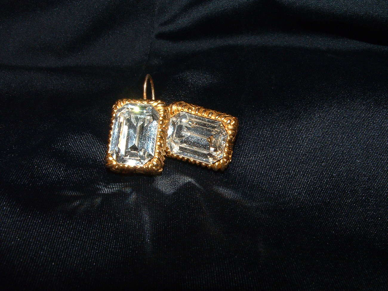 LIZ CLAIBORNE FRENCH SNAP / CRYSTAL / GOLD TONE
