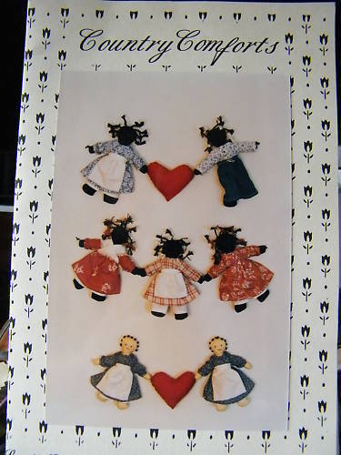 Country Comforts Doll Garland Black America Pattern