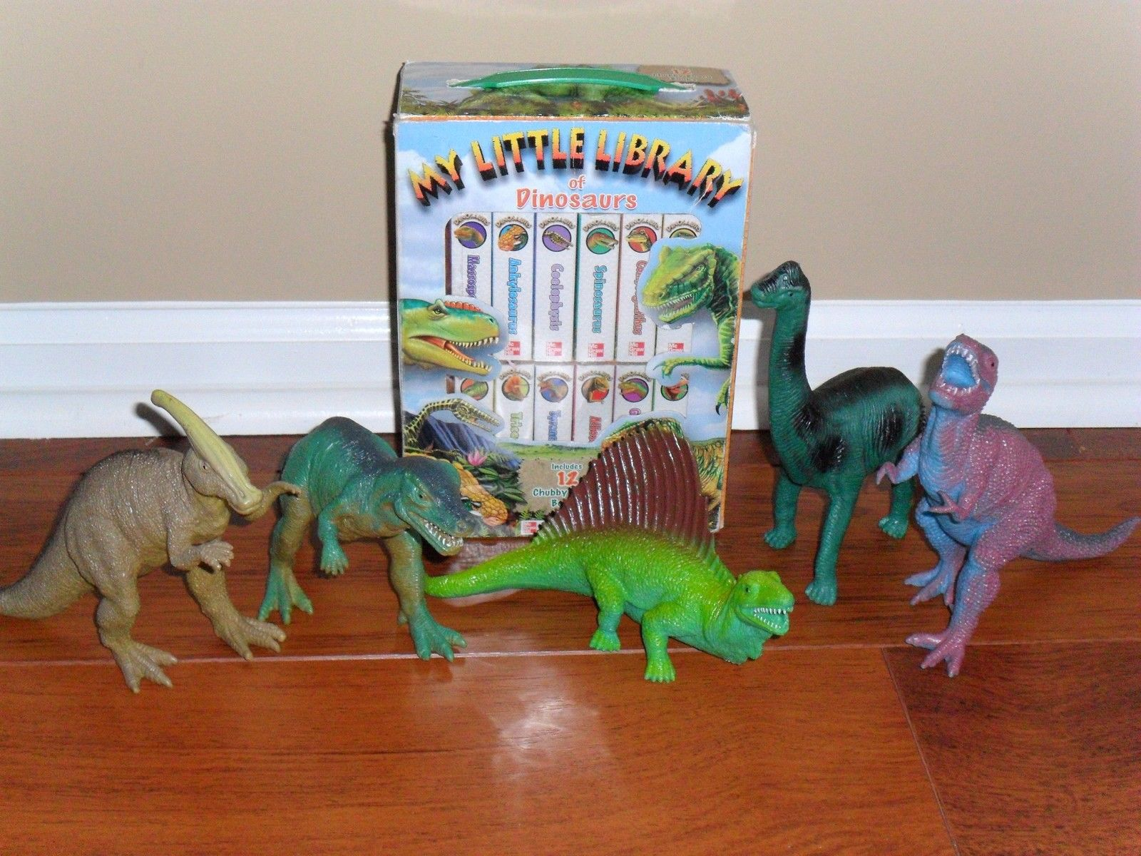 DINOSAUR Collection 12 Board Books and 5 Dino Figurines Stegosaurus Triceratops