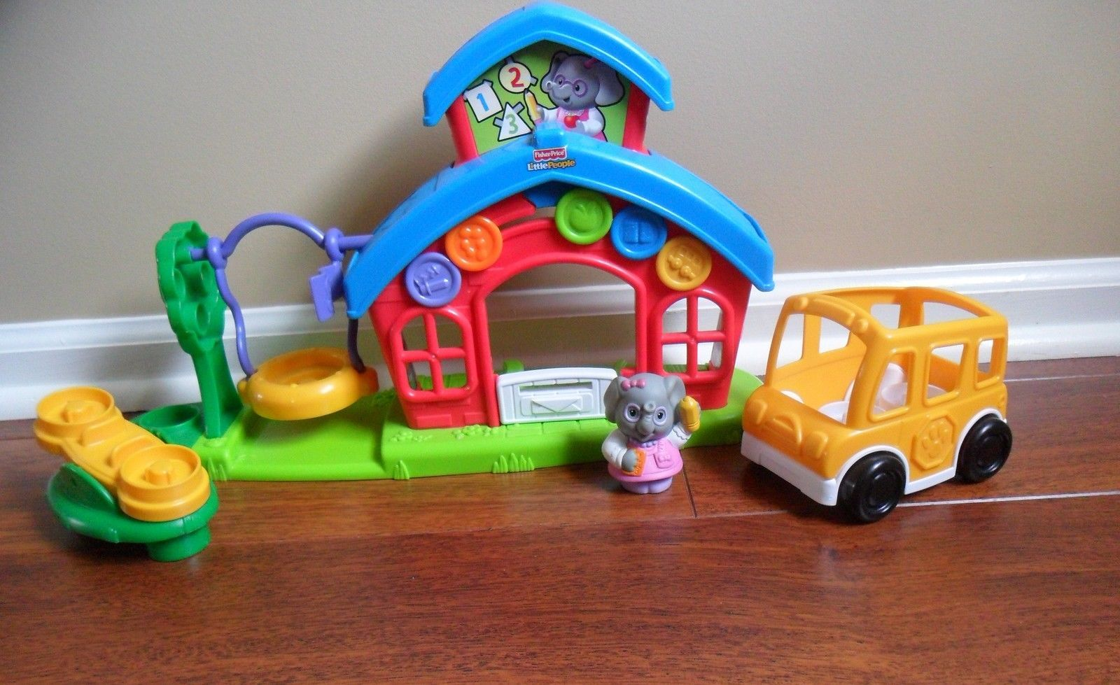 Fisher-Price LITTLE PEOPLE School House P8980 Miss L. Afina's Schoolhouse Set image 3