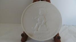 M.I. Hummel Collectors Club Member Merry Wanderer White Medallion - $5.89