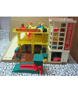 Vintage Fisher Price Little People Play Family Action GARAGE  Complete - $175.75