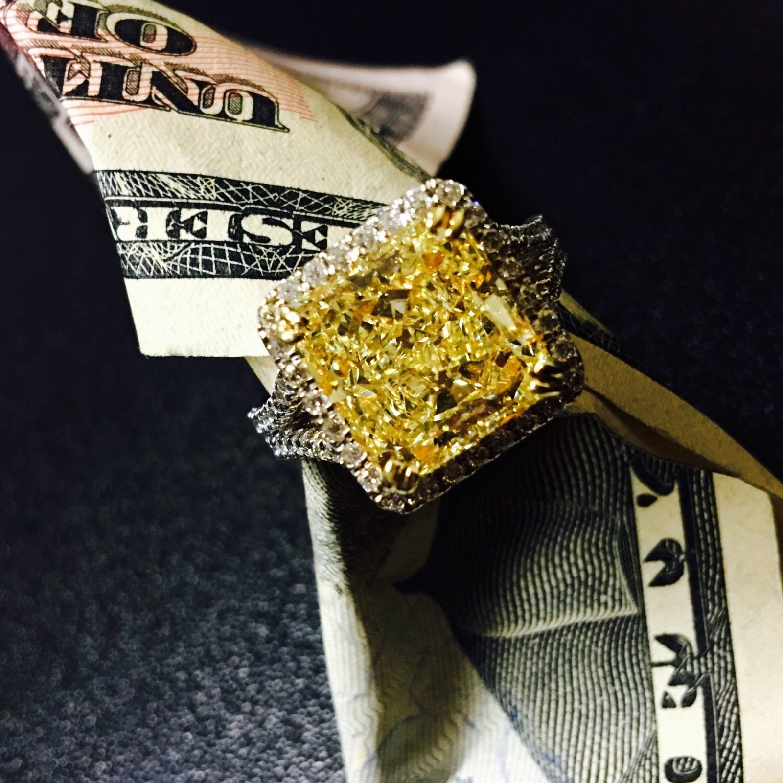 6.79 Ct vs Fantasía Amarillo Radiante Resaltado Anillo de Compromiso Diamante