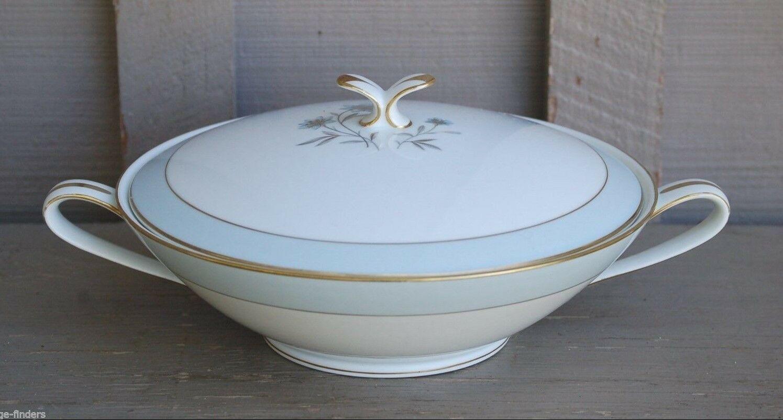 Vntage Noritake China Round Covered Vegetable Bowl Vanessa Pattern 5541 ~ Japan - $29.69