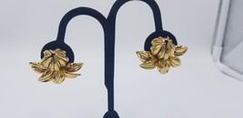 Vintage Gold Tone Tropical Flower Design Clip On Earrings Detailed Light... - $15.44