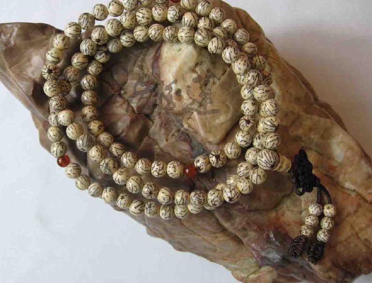 Tibetan 108 Natural WHITE SANDALWOOD Meditation Prayer Beads