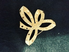 Vintage Trifari Goldtone Brooch Signed Costume Jewelry - $19.34