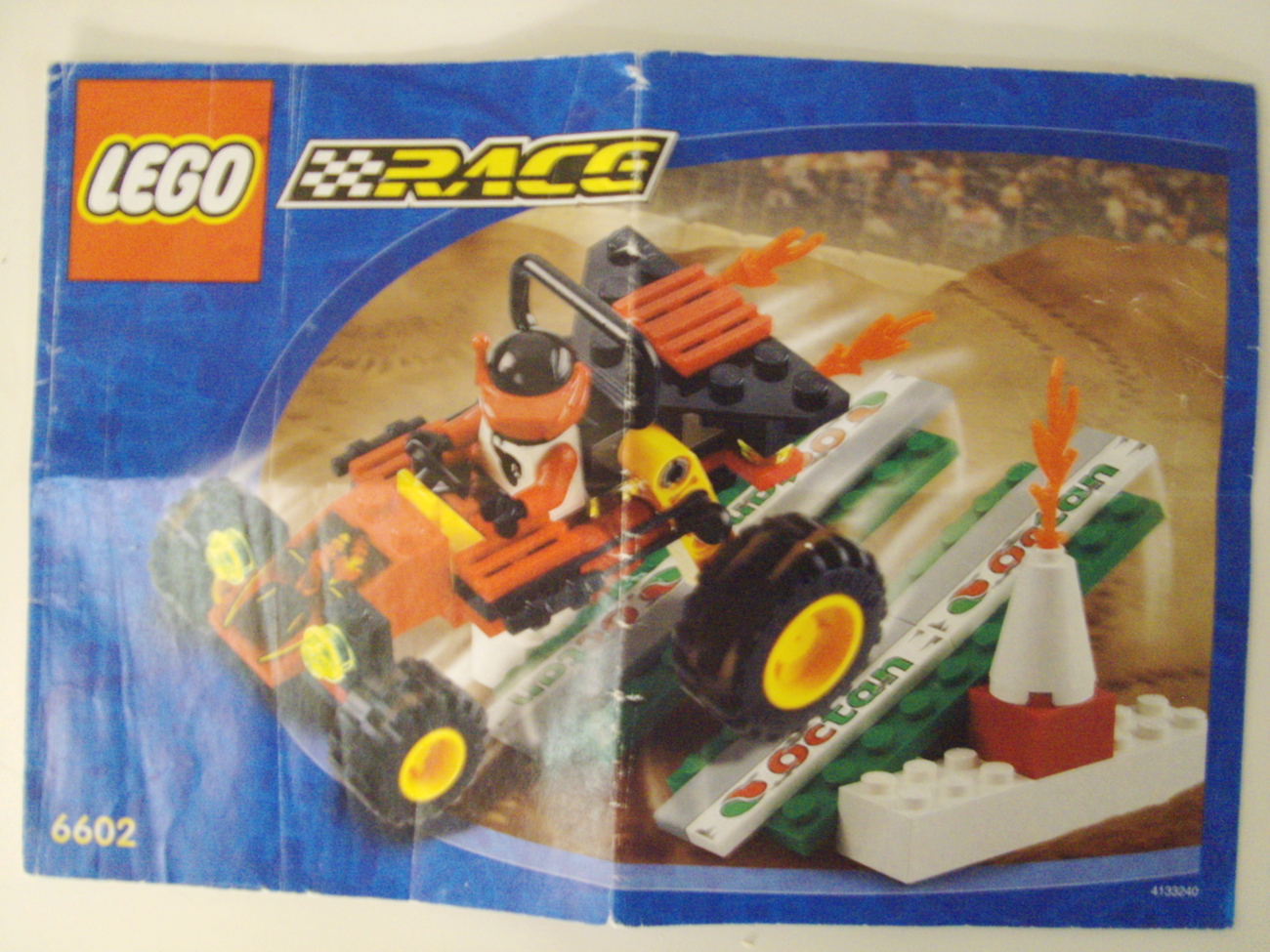 LEGO City / Town Scorpion Buggy Set 6602 car, minifigure & instruction manual image 4
