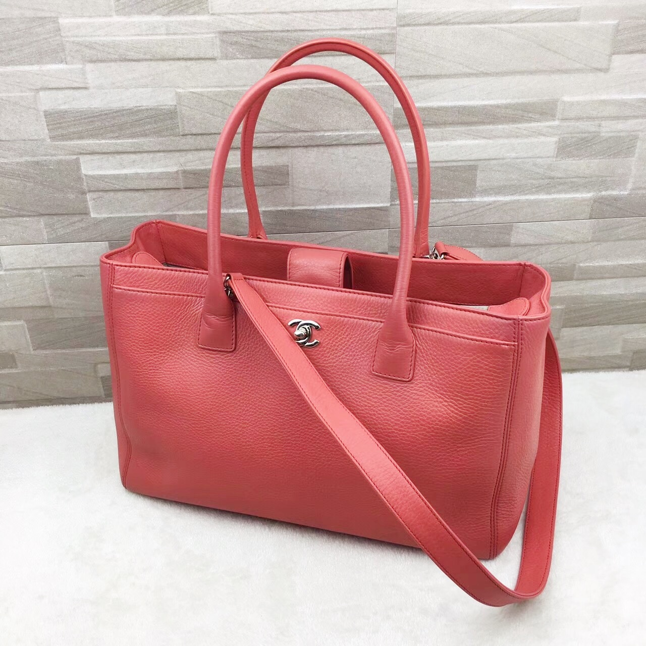 0d3593ee42f1 AUTHENTIC CHANEL CORAL PINK EXECUTIVE CERF LARGE TOTE SHOPPER BAG ...