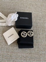 NEW AUTHENTIC CHANEL CC Gold ROUND PEARL Large Logo Stud Earrings RARE image 4