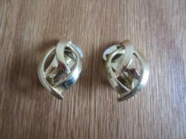VINTAGE Gold TONE Modern Twist Basket Weave Woven CLIP-ON EARRINGS - $9.75