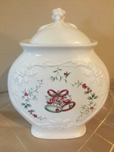 Pfaltzgraff Winterberry Sculptured Cookie Jar and Lid - Excellent Condition! - $26.64
