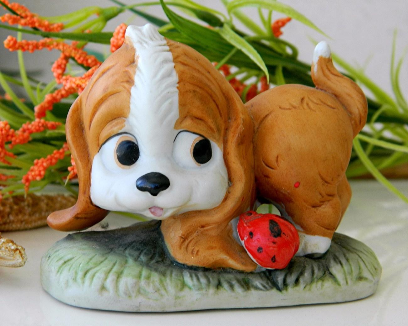 Vintage spaniel dog lego puppy ladybug porcelain figurine