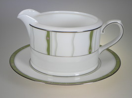 Royal Doulton Daybreak Gravy Boat & Liner 2 PC NEW WITH TAGS - $27.07