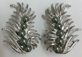 Vintage Sarah Coventry Silver Tone Feather Faux Pearl Clip On Earrings - $11.87