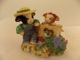 """2002 Mary Moo Moo's """"I Cud-N't Ask for a Butter Neighbor"""" Figurine  image 1"""
