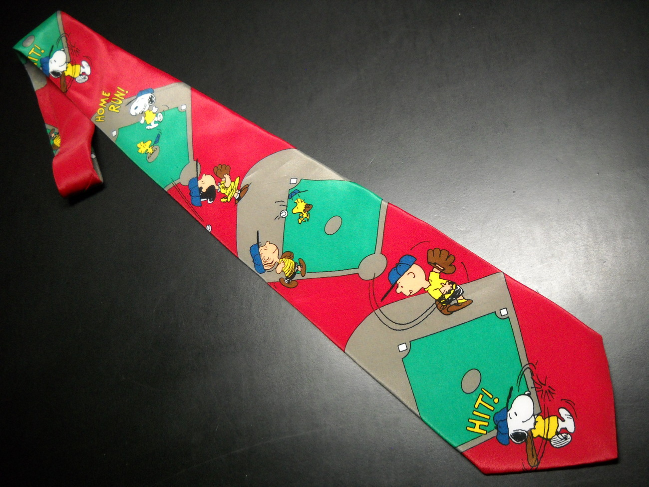 Peanuts Charlie Brown and Gang Neck Tie I Wanna Win Baseball Red Green Ballfield