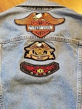Women's Levi Trucker Denim Jacket with Hog Owners Harley-Davidson Patche... - $37.01