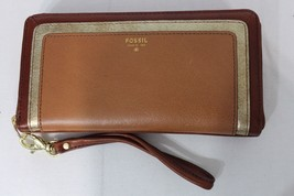 NWT! Fossil Sydney Zip Clutch Natural Multi. Leather Brown Color with Gold Trim - $69.00