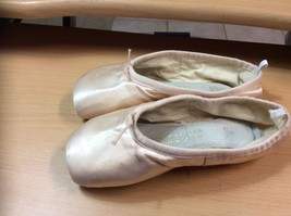 Ballet Toe Shoes Bloch Signature Rehearsal Strong Pink 2 B SO168 - $12.19
