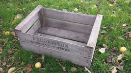 "VINTAGE WOOD ""PRE WAR"" PEAR FRUIT CRATE RUSTIC OLD BUSHEL BOX SHABBY CHIC - $20.84"