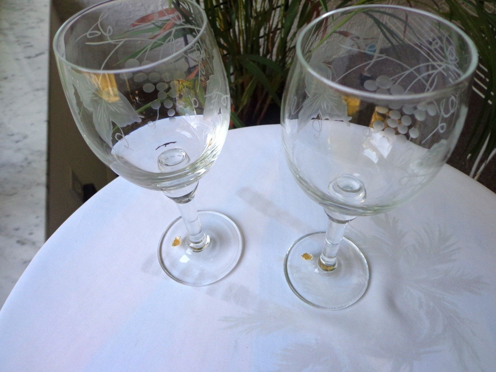 Set of 2 Clear Grey Etched Wine Glasses Unbranded