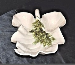 Hull USA 19 Leaf Tray Hull pottery ceramic white leaf AA18 - 1165 Vintage