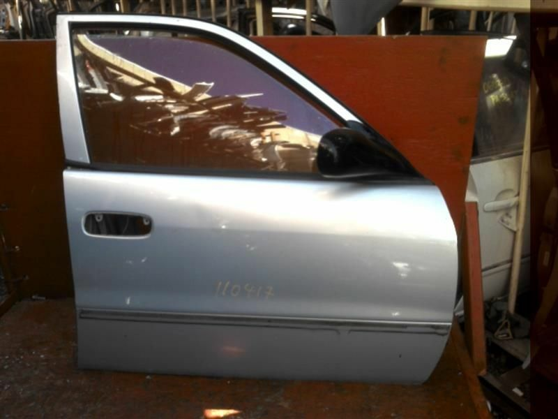 Primary image for R FRONT DOOR MANUAL WINDOWS FITS 98-02 COROLLA 402203