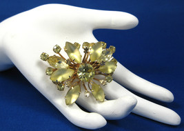 Yellow Rhinestones Gold Fleur de Lis Brooch Pin 1950s Pin Starburst Fren... - $24.00
