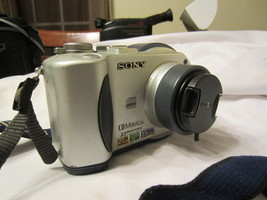 Sony MVC-CD200 Mavica 2MP Digital Camera with 3x Optical Zoom - $25.00