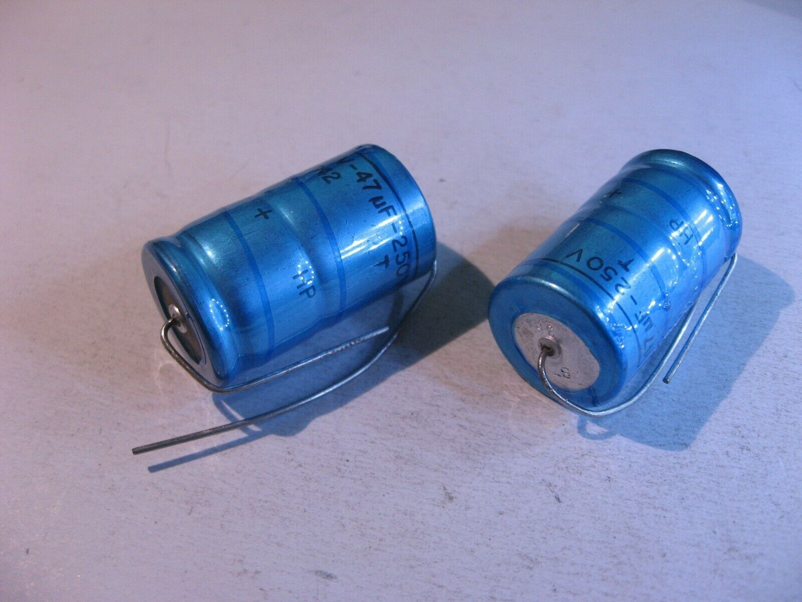 Electrolytic Capacitor 47uF 250V Philips 042 Axial NOS Qty 2