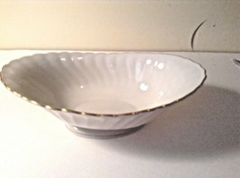 Debonair Silhouette Syracuse Oval Footed Serving Bowl Lovely - $37.39