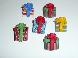 "Christmas Presents Decorated Boxes Realistic Shank Buttons 1"" Paper & Ri... - $4.94"