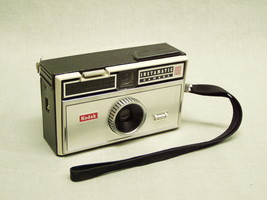 Vintage Kodak Instamatic 100 Camera w/built-in Flash, Strap USA 1960's - $14.25