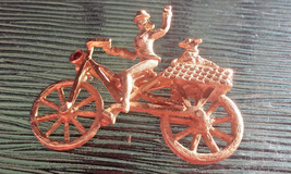Vintage Woman on Bicycle & Dog in Basket Dorothy & Toto Wizard of Oz Pin... - €17,09 EUR