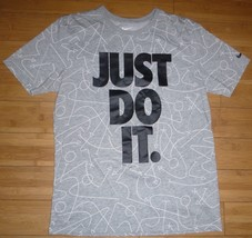 Nike Just Do It Allover Basketball Plays Grey Short Sleeve T-Shirt Size M - $18.30