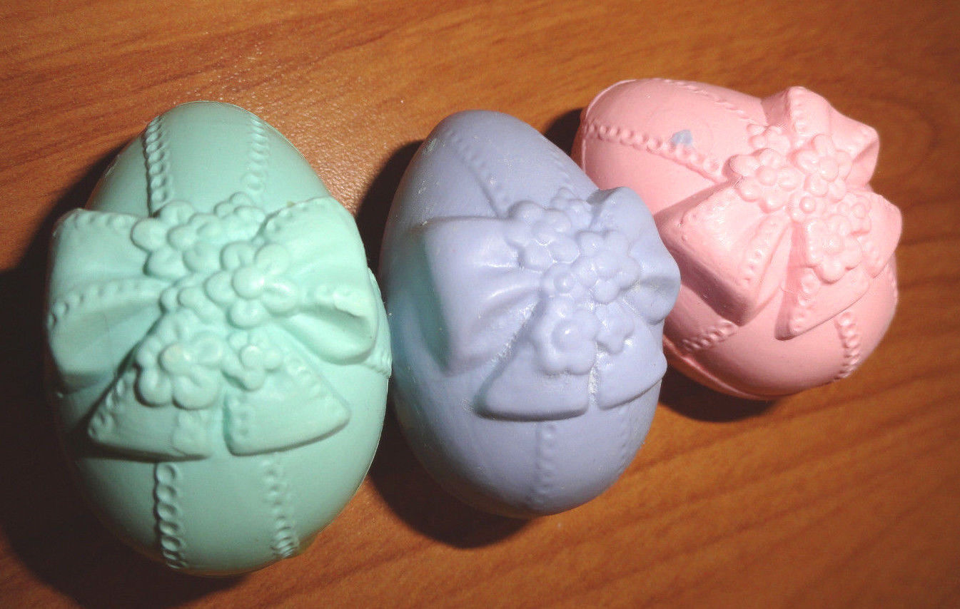 Avon Bath Accents 3 Soaps Egg Shaped Pastel and Pretty in box