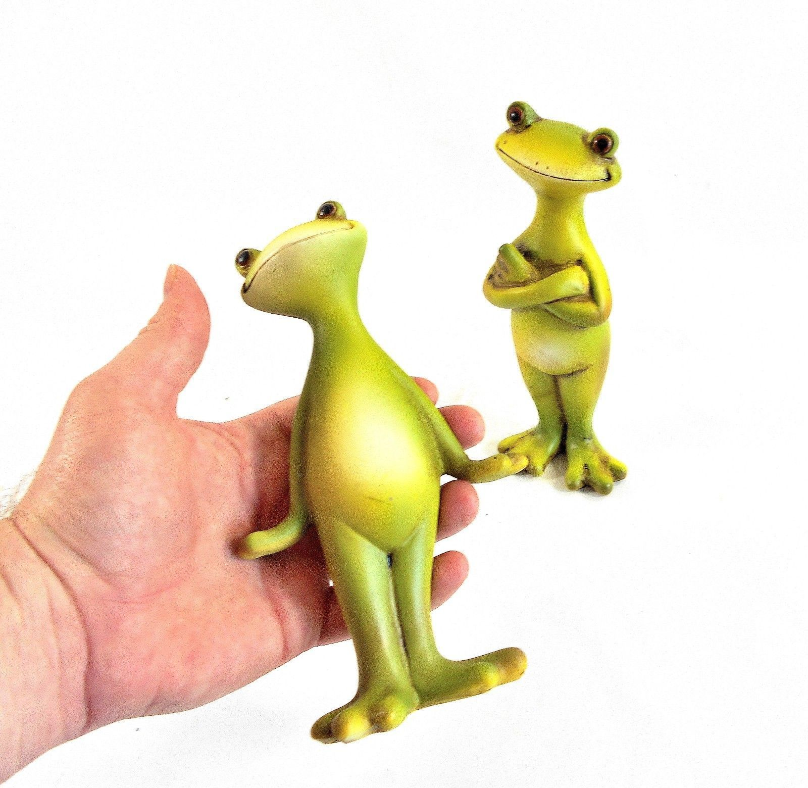 Two Cute Smiling Frogs – Two Happy Frog Sculptures