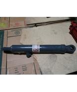 Genuine Holland 82005025 Hydraulic Cylinder New - $470.25