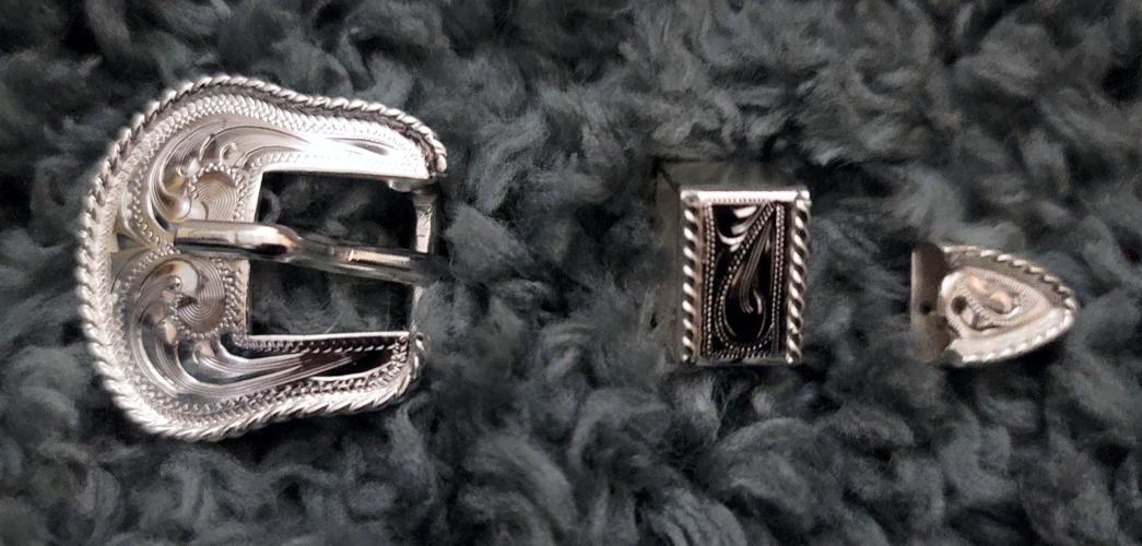Silver buckle set 1 2