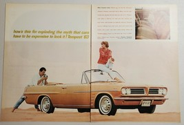 1963 Print Ad Pontiac Tempest Le Mans Convertible Couple with Camera - $15.77