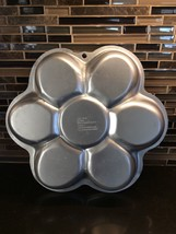"2006 Wilton Dancing Daisy Flower Cakes Cake Pan with Paper Insert 13"" 21... - $8.79"