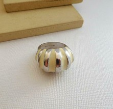Vintage 18k White Gold Plated Cream Enamel Mod Ring Size 7.75 Y6 - $14.44