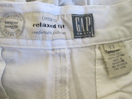 Stylish men's khaki  relaxed fit shorts size 32 by Gap  MCHE150 - $9.66